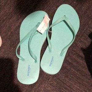 Old navy size 8 turquoise flip flops